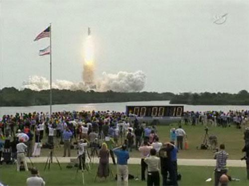 Space Shuttle Atlantis Screen Shot